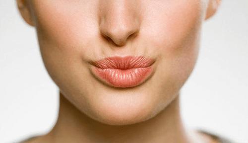 cách làm môi hết nhăn